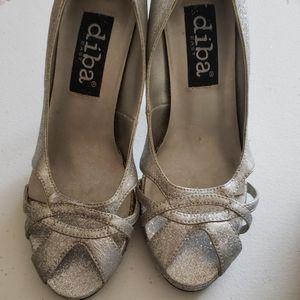 Open toe heeled shoes